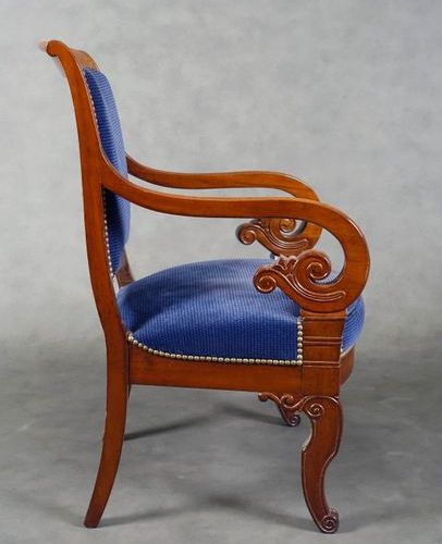 Suite de trois Fauteuils de Style Restauration. Slightly inclined backrests and …
