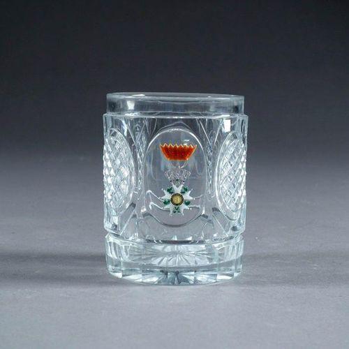 BACCARAT. Gobelet. Cristal incolore taillé de pointes de diamant disposées en ré…