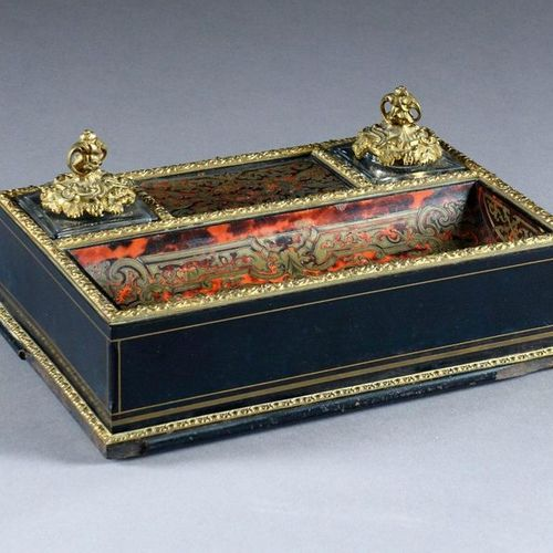 Encrier de Bureau Louis XIV. Polished black and red flake wood, inlaid in the Bo…