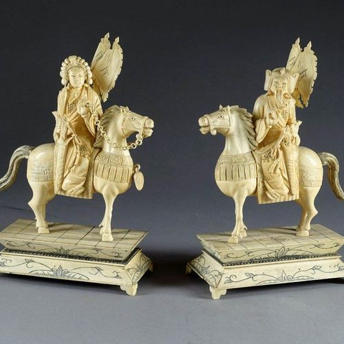 CHINE XXe siècle. Couple of Mandarins. Pair of carved ivory equestrian statuette…