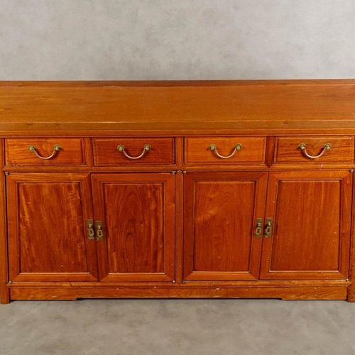 Dressoir. The belt is decorated with a double aileron. The truncated front opens…