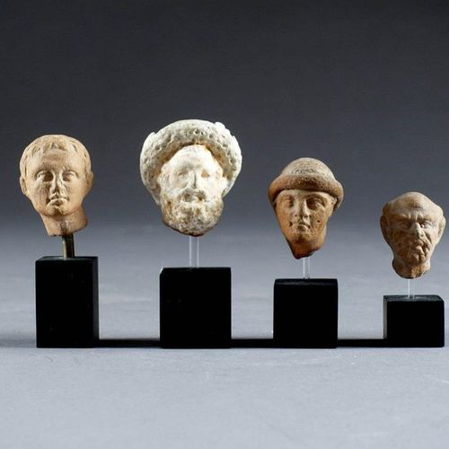 Collection de quatre petites Têtes masculines. Terracotta. About 3rd century BC.…
