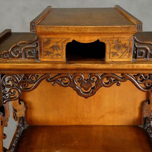 Etagère à musique. Summoned by a small openwork aedicula. It has two shelves and…