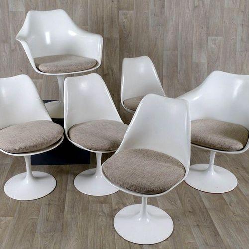 """Eero Saarinen Suite de quatre Chaises et sa paire de Fauteuils. Model """"Tulip"""". F…"""