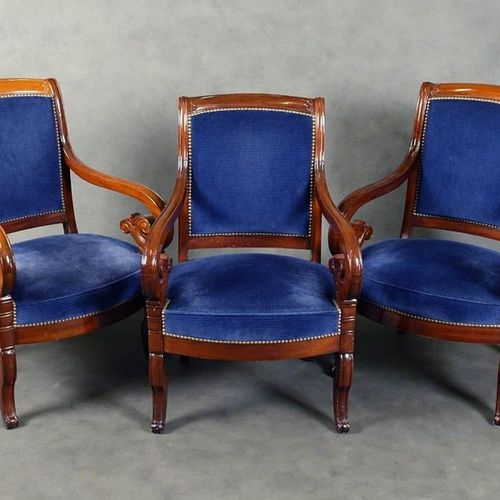 Suite de trois Fauteuils de Style Restauration. Slightly inclined backrests and …