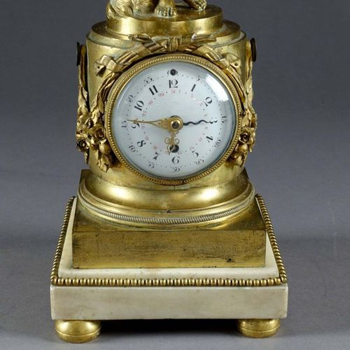 France, d'époque Louis XVI. Clock dedicated to Love, animated by a cupid feeling…