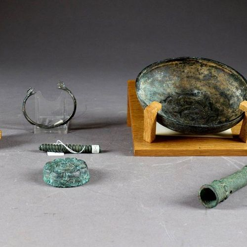 Amlash. Cup in animated bronze, on the bottom, a round of seven fish (diameter 1…