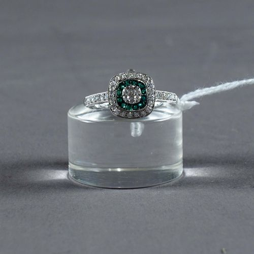 Bague de Dame. Set with twelve round cut emeralds (approx. 0 carat 10) and thirt…