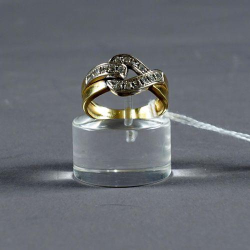 Bague de Dame. Stylizing a bow decorated with seventeen brilliant cut diamonds (…