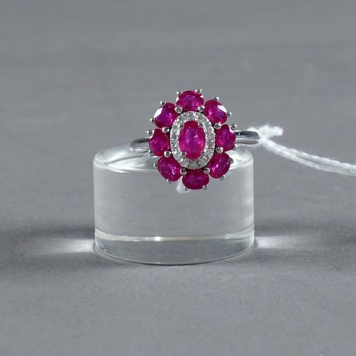 Bague de Dame. Set with a central ruby enhanced by eight rubies (total: approx. …
