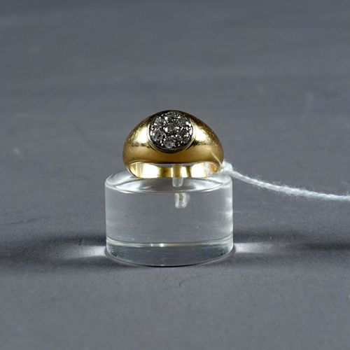 Bague de Dame. Ring set with seven brilliant cut diamonds (approx. 0.35 carat). …