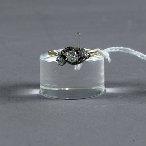 Bague de Dame du début du XXe siècle. Set with three old cut diamonds (approx. 0…