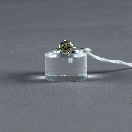Bague de Dame, Solitaire. Set with a brilliant cut diamond (approx. 2 carats 05 …