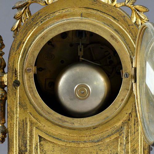 Pendule Louis XIV. 鎏金金属。表盘和装饰物为多色瓷,装饰有英勇的场景和一个小天使。Japy运动。阿姆斯特丹的钟表制造商Veehof的标志。19…