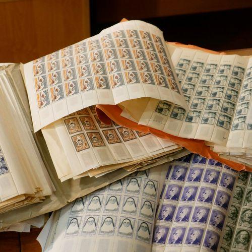 FRANCE Emissions 1940/1980 : Lot de timbres neufs, en feuilles ou fragments beau…
