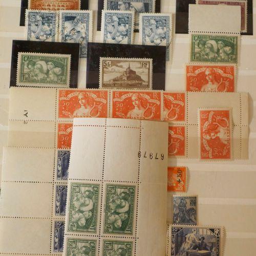 France Emissions 1920/1940 : 2 classeurs contenant des timbres neufs et oblitéré…