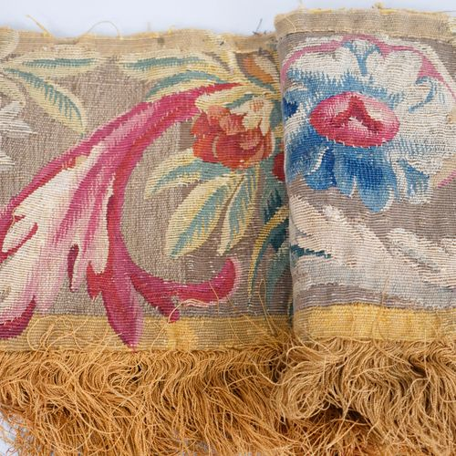 AUBUSSON XVIIIè siècle. Fragment de tapisserie, bordure à décor d'entrelacs et f…