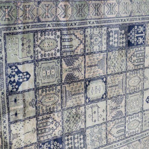 一批地毯。按原样。