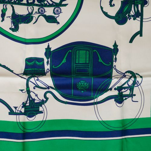"""HERMES Paris. Carré en soie """"Calèche"""" à décor dans les tons bleu et vert. Signé.…"""