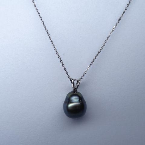 Pendentif et sa chaîne maille forçat diamantée en or blanc 18k orné d'une Perle …