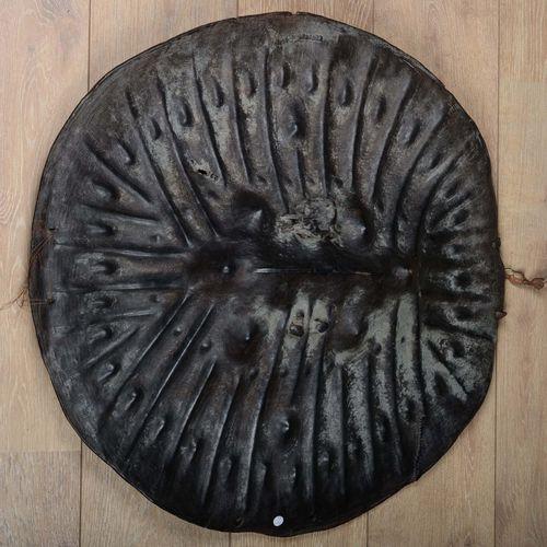 Art d'Ethiopie.  Bouclier en peau d'hippopotame Arussi/Amaro.  Diamètre : 72 cm