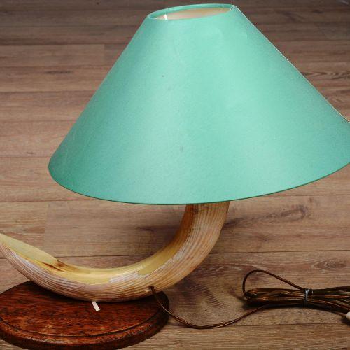 Dent d'hippopotame montée en lampe. Tablette ovale en bois et abat jours.  H : 4…