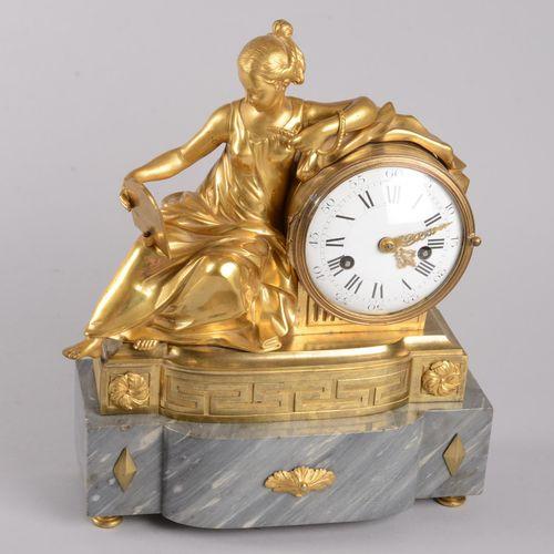 Pendule en bronze doré et ciselé Pendule en bronze doré et ciselé représentant C…