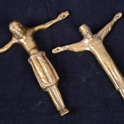 Deux Christ en laiton Suite de deux (2) Christ en laiton, Russie (17ème ?) H: 13…