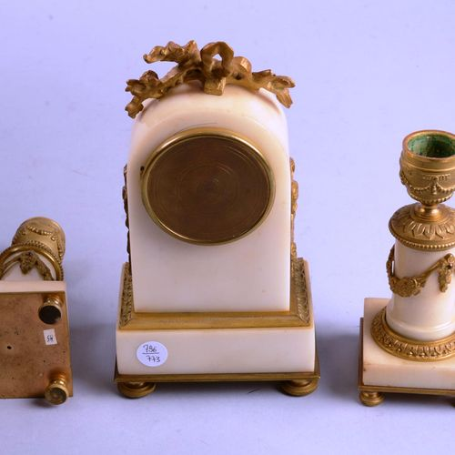 Petite garniture de cheminée Petite garniture de cheminée de style Louis XVI en …