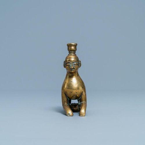Un élément de chandelier en bronze en forme de lion à tête humaine, Nuremberg, A…