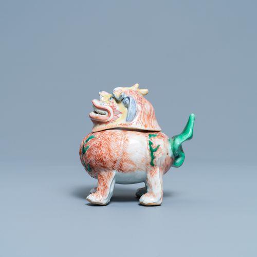 Un brûle parfum en forme de luduan en porcelaine de Chine wucai, époque Transiti…