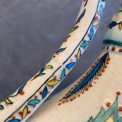 Une verseuse couverte dans le style d'Iznik, Samson, Paris, 19ème An Iznik style…