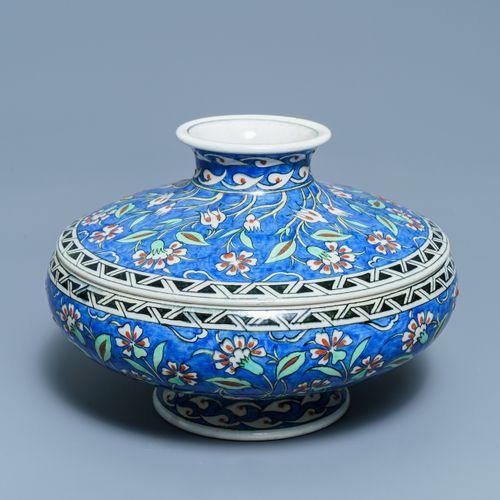 Un bol couvert dans le style d'Iznik, Samson, Paris, 19ème An Iznik style bowl a…