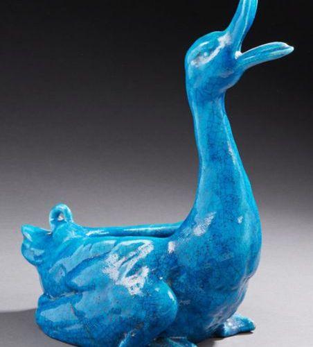 EDMOND LACHENAL (1855 1948) Canard formant vide poche en céramique émaillée bleu…