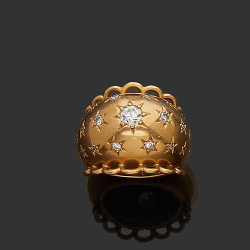 Bague demi jonc en or jaune 18K (750) semée d'une chute de diamants demi taille …