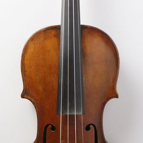 Violon allemand du XVIIIème siècle, attribué à George Kloz.  Il porte une étique…