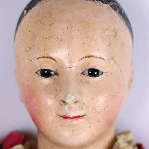 Poupée, la tête en carton bouilli peint dont les yeux sont en sulfure, le corps …