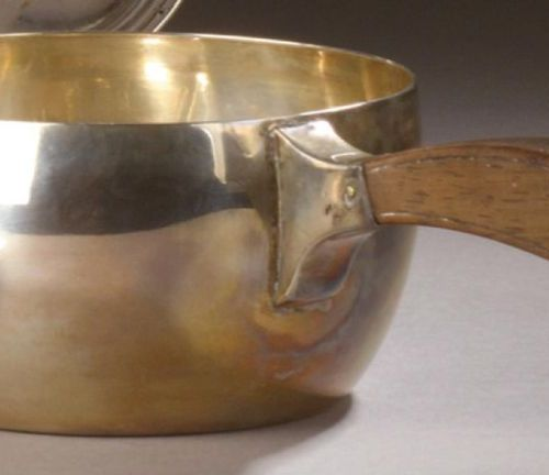 Small silver CASSEROLE, wooden handle. Minerva stamp. Total weight (gross): 224 …