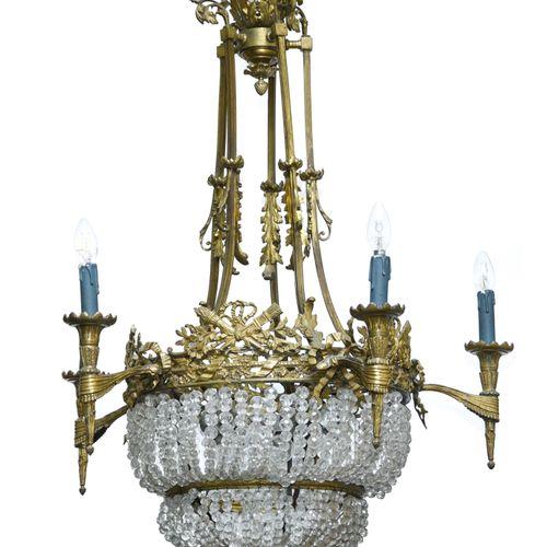 Suspension de style Louis XVI  TRAVAIL DU XIXE  En bronze doré et perles de verr…