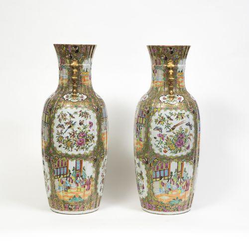 Paire de grands vases  CHINE, CANTON XIXE SIÈCLE  En porcelaine, le corps imitan…