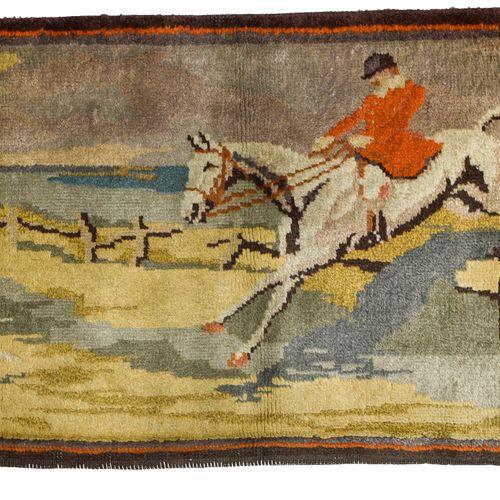 Bandeau tissé au point noué dit « de la Savonnerie » AUBUSSON, CIRCA 1930  Bande…