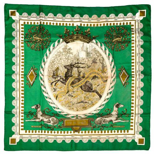 """Hermès Carré twill """" Val de Loire""""    Carré 90 cm en soie twill sur fond vert et…"""