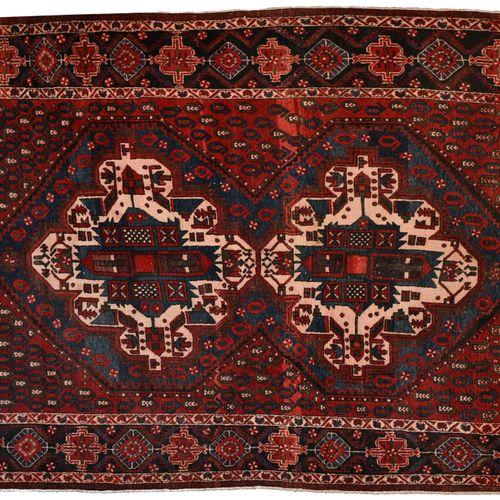 Tapis Afshar Tapis Afshar    Fond rouge chargé de palmes, décor de deux médaillo…