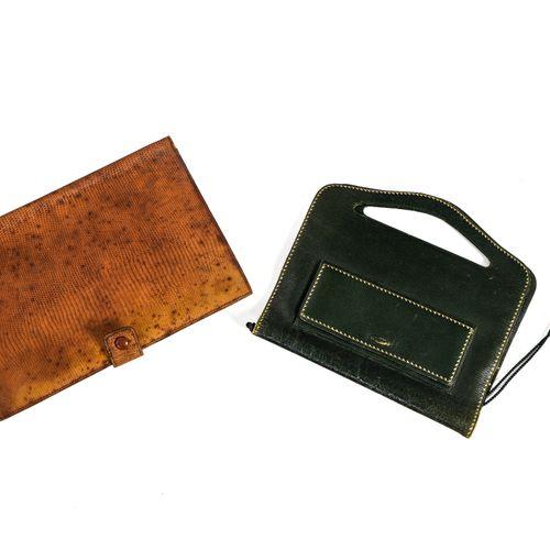 Deux porte documents Deux porte documents    en cuir vert et cuir brun, l'un mar…