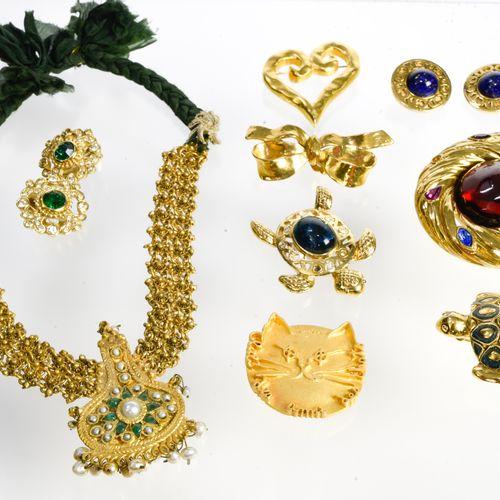 Lot de bijoux fantaisie Lot de bijoux fantaisie    9 bijoux fantaisies :    Chri…