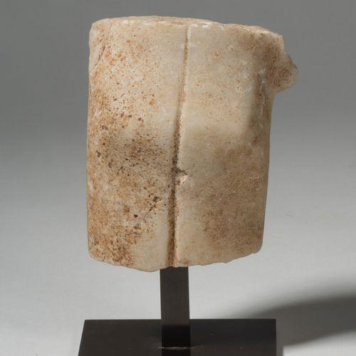 Fragment de rare figurine stylisée de femme enceinte CYCLADES, GROUPE DE SPÉDOS,…