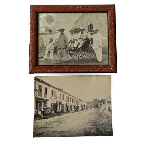 Deux photographies grand format MALAISIE OU SINGAPOUR, VERS 1900  Deux photograp…