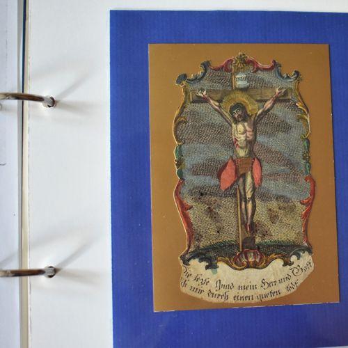 DENTELLES mécaniques, deux gravures anversoises et chromo de Première Communion,…