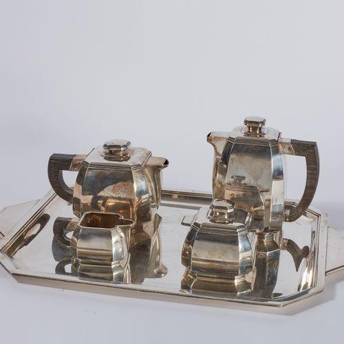PARTIE DE SERVICE à thé et café en argent, modèle à pans coupés, prises carrées …