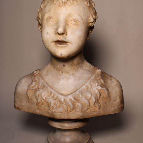 BUSTE d'enfant en marbre sur piédouche. Haut. 42 cm  Lot délivré à l'Etude